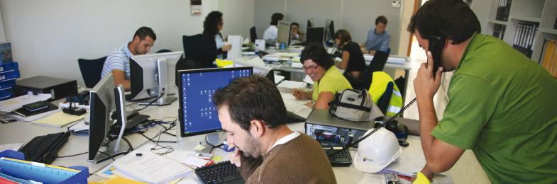 Equipo de trabajo en oficinas del Grupo Tragsa